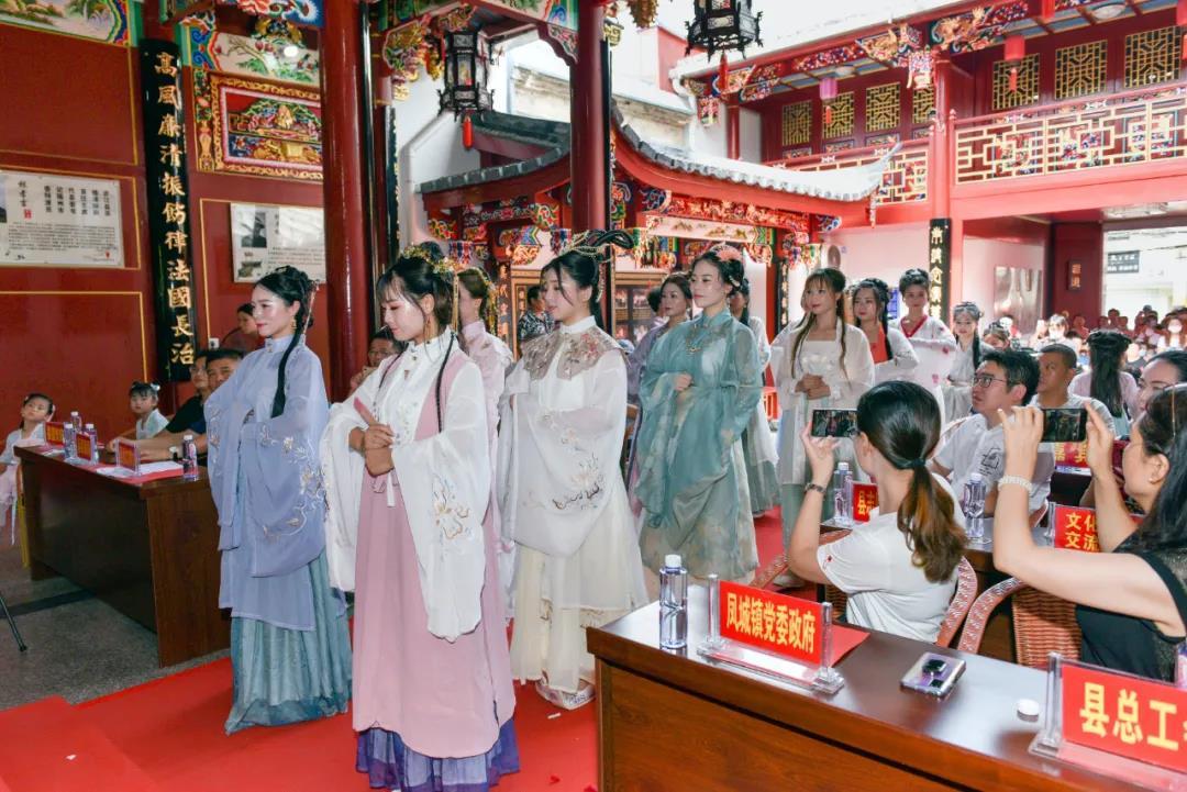 连江县举办穿汉服过端午活动